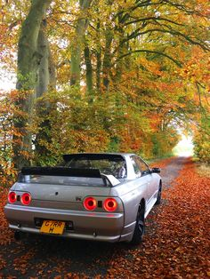 The Nissan Skyline R32 sets its sight on the fall road ahead. Photo: Martin T.