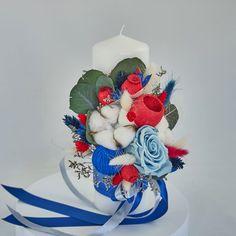 Lumanare de botez nemuritoare cu aranjament floral realizat pe o parte, alcătuit din flori de bumbac, gheme si o selectie de plante stabilizate si flori uscate in cromatica albastru, alb si rosu, cu nuante discrete de verde, pentru o nota de eleganta aparte.  Avantajele unei lumanari cu flori nemuritoare este acela ca are proprietati decorative ce nu dispar, florile raman la fel de frumoase, nu isi pierd stralucirea culorilor si nu li se scutura petalele. Royal Blue, Concept, Cake, Pie Cake, Cakes, Cookies, Cheeseburger Paradise Pie, Pastries, Cookie
