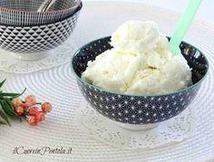 Preparare il gelato al cocco fatto in casa è un vero gioco da ragazzi sia con che senza gelatiera... se oltre al cocco volete usare il latte di cocco...