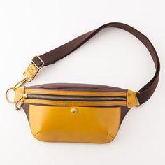 【池之端銀革店】「Cramp」ポケットバッグ Leather Belt Bag, Hip Bag, Cute Bags, Fashion Bags, Bag Accessories, Purses And Bags, Fanny Pack, Hand Bags, Shoe