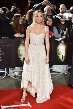 Sienna Miller wearing Alexander McQueen Corset Bodice Lace Gown and Chloe Mike Metallic Cracked-Leather Sandals