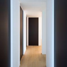 Modern interior doors with a minimalist door frame. Made-to-measure doors with maintenance free materials and a modular design. Black Interior Doors, Black Doors, Modern Interior, Interior Architecture, Interior And Exterior, Interior Design, Decoration Hall, Door Design, House Design