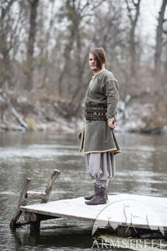 Viking Inspired tunic from soft wool with leather edging and hand embroidery. Medieval Tunic, Viking Tunic, Medieval Clothing, Shakespeare In Love, Renaissance Wedding, Haute Couture Fashion, Cotton Tunics, Green Wool, Barbarian