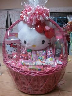 19 Easter Basket Ideas For Kids & Toddlers - Unique DIY Baskets For Girls & Boys | Munchkins Planet Baby Easter Basket, Easter Gift Baskets, Easter Table, Easter Party, Easter Eggs, Girl Gift Baskets, Gift Baskets For Kids, Candy Crafts, Diy Ostern
