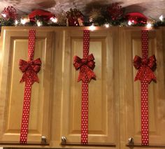 Decorate your kitchen cabinets Christmas decoration ideas