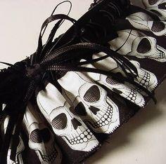 Skull Wedding Garter @ PetereneDesign on Etsy