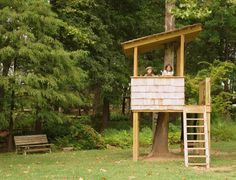 of tree houses and play houses from around the awesome and simple tree house some great things to note how to build a treehouse simple design tree house design Cubby Houses, Play Houses, Kid Tree Houses, Best Tree Houses, Cool Tree Houses For Kids, Kids Tree Forts, Backyard Fort, Backyard Treehouse, Backyard Ideas