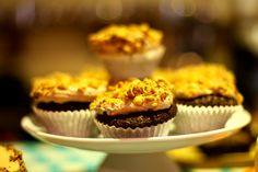 Cupcakes topped with chocolate and hazelnut :) www. Feel Good Food, Muffin, Cupcakes, Chocolate, Breakfast, Desserts, Tailgate Desserts, Cupcake, Cup Cakes