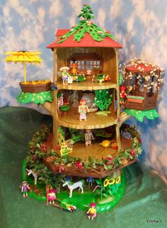 Playmobil Fairy Treehouse - never mind Avery, I want it for me! Lego, Fun Crafts, Crafts For Kids, Fairy Tree Houses, Kids Play Spaces, Playmobil Toys, Unique Buildings, Red Roof, Unusual Homes