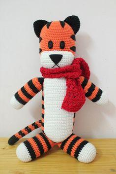 Hobbes Tiger avec foulard rouge, la main gros Crochet Hobbsy 21 pouces