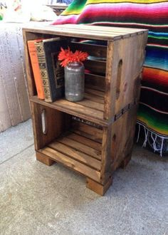 This is the cutest hand built crate night stand! These are super popular at our local Hollywood market. Perfect for simple nightstands or end tables. Crate End Tables, Diy End Tables, Easy Table, Dining Tables, Wood Crates, Wood Pallets, Crate Nightstand, Rustic Nightstand, Crate Bookcase