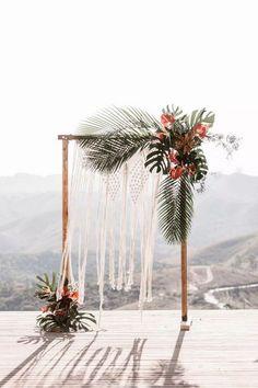 18 Tropical Wedding Arches and Altars – Page 2 – Hi Miss Puff Wedding Ceremony Ideas, Wedding Arch Flowers, Beach Flowers, Wedding Flower Decorations, Backdrop Wedding, White Flowers, Wedding Arches, Decor Wedding, Ceremony Decorations