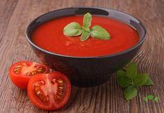 Paradajková polievka zahreje a zasýti každého. Tento recept pochádza zo Španielska. Polievku môžete doplniť o strúhaný syr alebo ju ozdobiť šľahačkou. Fresco, Tomato Soup, No Cook Meals, Easy Dinner Recipes, Thai Red Curry, Cooking, Ethnic Recipes, Desserts, Food