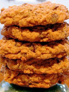 Peanut Butter Chocolate Chip Oatmeal Cookies | via Estela, RD @ Weekly Bite