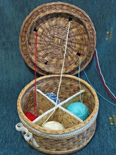 Новости Inkle Weaving, Paper Weaving, Newspaper Basket, Newspaper Crafts, Pine Needle Crafts, Hobbies And Crafts, Diy Paper, Basket Weaving, Wood Projects