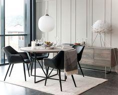 Zet rundt spisebord i ask med udtræk og elegant stel i metal. Dining Chairs, Dining Room, Dining Table, Teak, Easy Writing, Hanging Canvas, Work Surface, Lund, Modern Kitchen Design