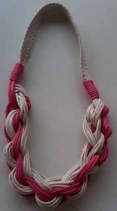 Lindos colares confeccionados em fio encerado,ótimo presente para dia das mães.   São colares diversificados que podem ser usados de várias maneiras. R$ 40,00
