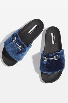 the best attitude 70cd0 361f9 FIERCE Furry Sliders Chaussures Topshop, Talons Métalliques, Boucles  Métalliques, Chaussures Les Plus Récentes