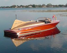 WOW, now that is a very cool classic wooden boat Chris-Craft Maserati, Bugatti, Chris Craft Wooden Boats, Wooden Speed Boats, Classic Wooden Boats, Classic Boat, Colani, Wooden Boat Plans, Vintage Boats