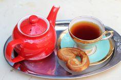 Salon de thé Cardinal Best Tea, Coffee Set, Travel Activities, Starbucks Coffee, High Tea, Drinking Tea, Tea Time, Tea Pots, Give It To Me