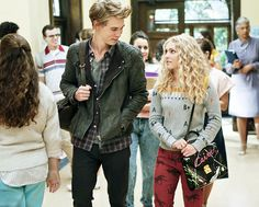"The Carrie Diaries - Season 1 - "" Lie With Me"" - Austin Bulter and AnnaSophia Robb Craig Blankenhorn/The CW"