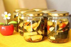 Cukinia z koperkiem, czosnkiem i ostrą papryką - Cukinia z koperkiem, czosnkiem i ostrą papryką Pickles, Cucumber, Mason Jars, Food, Humor, Pineapple, Humour, Essen, Pickle