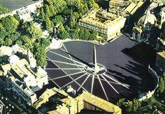 Il sole racconta la storia di Roma. La Meridiana di piazza del Popolo. Nell'immagine seguente le linee d'ombra dell'obelisco sono evidenziate in bianco solo per fini illustrativi; nella realtà saranno realizzate con gli stessi sampietrini della pavimentazione della Piazza.