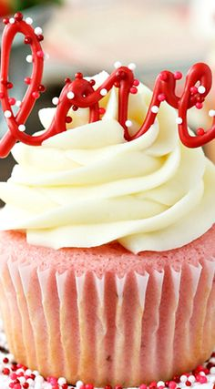 Strawberry Cupcakes with Cream Cheese Frosting ~ So moist and fluffy... Perfect!