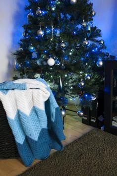 Crochet blanket for friend's baby. Free pattern  Opis po polsku https://magicandcrochethook.wordpress.com/2015/10/31/szydelkowy-kocyk-dla-dziecka-wzor-w-zyg-zag/