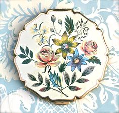 Vintage Stratton Powder Compact Floral Spray.via Etsy