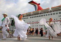 Jarochos en el Malecon del Paseo, Pto de Veracruz. MEXICO