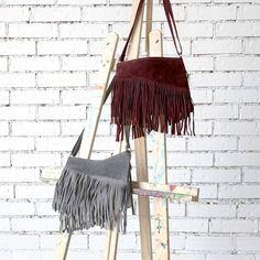 ¡Estamos colgadas por este bolso de flecos! #algobonito #algobonitenotoño #nuevacoleccion #nuevo #moda #fashion #style #new #ropa #complementos #bolsos #bolsosmini #piel #fall #otoño #newcollection #shopping #novedades #timeforshopping