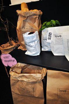 Snygga presentpåsar i returpapper som visar kärlek (via Bloglovin.com )