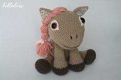 lilleliis - world full of amigurumi and cuteness : Leila the Pony and the book/Poni tüdruk ja amigurumi mustrite raamat