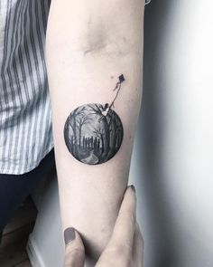 Stunning Dreamlike Circular Tattoos by Eva Krbdk Istanbul-based artist Eva Krbdk composes beautiful miniature tattoos with a spellbinding and magical quality. [[MORE]]Inside the confines of the...
