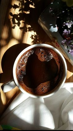 Coffee Is Life, Coffee Love, Coffee Break, Morning Coffee, Coffee Art, Coffee Photography, Food Photography, Italian Coffee Maker, Chocolate