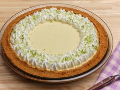 Get The Best Key Lime Pie Recipe from Food Network Best Dessert Recipes, Pie Recipes, Fun Desserts, Delicious Desserts, Yummy Food, Best Key Lime Pie, Best Pie, Food Network Recipes, Food Processor Recipes