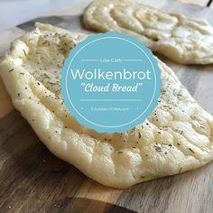 Super einfaches #Wolkenbrot (Cloud Bread) aus 3 Zutaten (Ei, Frischkäse und Backpulver) - in 15 Min. gebacken! -> ohne Kohlenhydrate, Zucker oder Gluten! Perfekt für Low Carb Burger! :-) http://www.moms-blog.de #lowcarb #glutenfree