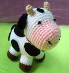 Free cow amigurumi pattern by Tejidos Thina (Spanish) : Free cow amigu., free pattern doll tutorials spanish Free cow amigurumi pattern by Tejidos Thina (Spanish) : Free cow amigu. Crochet Cow, Crochet Amigurumi Free Patterns, Crochet Crafts, Crochet Dolls, Crochet Projects, Amigurumi Animals, Knitted Animals, Amigurumi Doll, Doll Tutorial