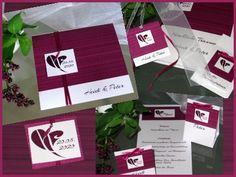 Moderne Hochzeitskarten mit feinen Linien in aubergine