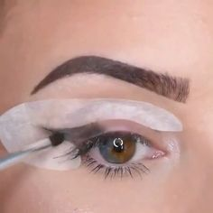 Eyeliner made easy with these stencils @cpresso #hudabeauty