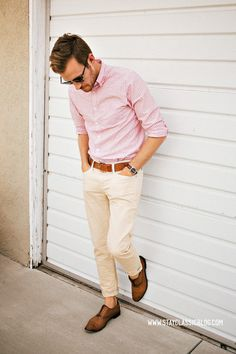 S pink shirt and white pants men's fashion (style on trend) f White Pants Men, Khaki Pants, White Trousers, Mode Masculine, Stylish Men, Men Casual, Casual Wear, Smart Casual, Spring Look
