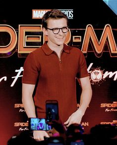 """-Tom Holland at an event for """"Spiderman Far From Home"""" in Bali💖 Stan Lee, Tom Holland Peter Parker, My Tom, Captain America Civil War, Press Tour, Tommy Boy, Men's Toms, Marvel Actors, Marvel Avengers"""