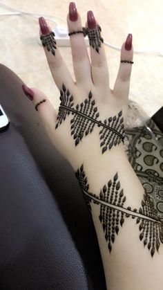 Hina, hina or of any other mehandi designs you want to for your or any other all designs you can see on this page. modern, and mehndi designs Latest Henna Designs, Floral Henna Designs, Henna Designs Feet, Mehndi Designs For Girls, Indian Mehndi Designs, Mehndi Designs For Beginners, Mehndi Designs 2018, Modern Mehndi Designs, Mehndi Designs For Fingers