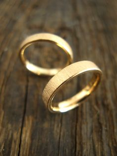 Obrączki ślubne, złote, matowe, przekrój płaski, nowoczesne proste yuvel.pl / Wedding rings, wedding bands, gold, modern, simple yuvel.pl
