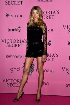 Sigrid Agren wears ELIE SAAB Ready-to-Wear Spring Summer 2014 to the 2014 Victoria's Secret Fashion Show in London. Sexy Outfits, Sexy Dresses, Fashion Outfits, Vs Fashion Shows, Fashion Models, Elie Saab Printemps, Victoria Models, Lily Donaldson, Victoria's Secret