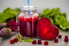Beetroot juice in a mason jar mug on grey stone background. Detox and healthy diet. - Buy this stock photo and explore similar images at Adobe Stock Beetroot Juice Benefits, Juicing Benefits, Health Benefits, Ayurvedic Remedies, Natural Remedies, Sumo Detox, Dried Goji Berries, Healthy Eyes, Healthy Juices