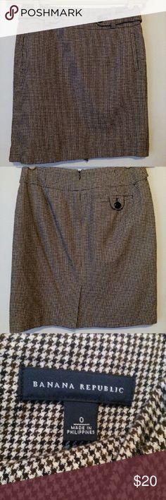 Banana Republic Houndstooth Skirt Like new condition. Banana Republic Skirts Midi