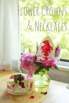 Beautiful DIY flower crowns that are simple to make for kids or adults. Use fresh flowers for a beautiful stained glass effect on these crowns & necklaces. Summer Crafts For Kids, Summer Activities For Kids, Party Activities, Summer Art, Summer Kids, Spring Crafts, Diy For Kids, Princess Activities, Diy Flower Crown