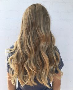Highlights for a natural sun kissed look Natural Blonde Hair With Highlights, Blonde Hair Looks, Brown Blonde Hair, Light Brown Hair, Hair Highlights, Golden Highlights, Sun Kissed Highlights, Caramel Brown Hair, Hair Color Guide